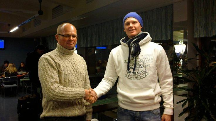 Marraskuu 2011, Tom Store saapui Lappeenrannan lentokentälle HSK hallituksen lähettämänä tekemään määräaikaisen sopimuksen (1.3.2012–30.12.2012) Vili Kaijansinkon kanssa.